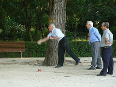 Old men playing in El Retiro park